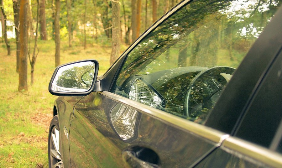 How to prevent Autoglass windshield cracks from spreading?